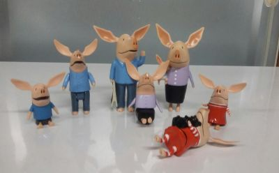 Set of 7 play pigs