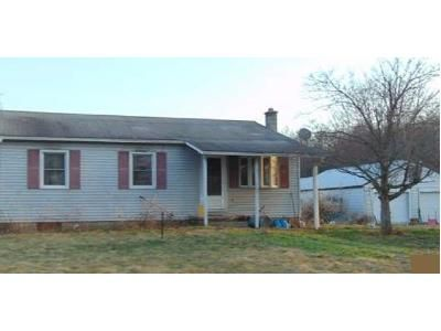 2 Bed 1 Bath Foreclosure Property in Milton, PA 17847 - Industrial Park Rd