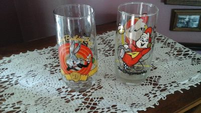 Vintage Drinking Glasses. Bugs Bunny & Alvin from the Chipmunks Cartoon Characters