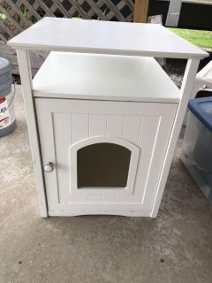 White end table dog house FLASH SALE