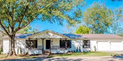 Updated Home on over 4 Acres in Robertsdale!