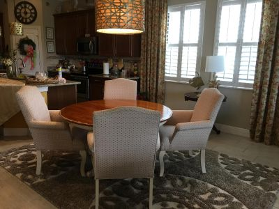 Ethan Allen Dining Room Round stable and 4 Upholstered Chairs