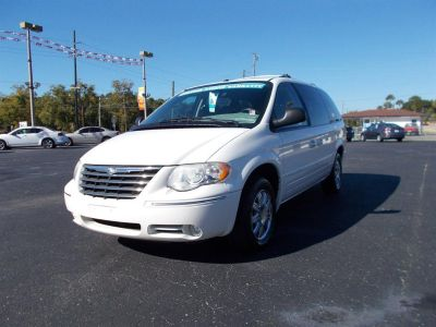 2006 Chrysler Town & Country Limited (White)
