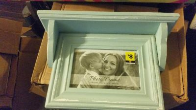 NWT small shelf with picture frame $4