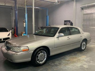 2009 Lincoln Town Car Signature Limited (Silver)