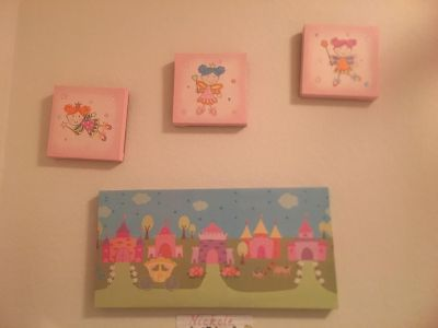 Wall decor 4 frames and 2 small mirrors Girls/kids