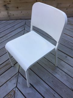 6 white metal chairs FREE