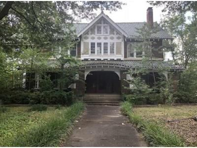 5 Bed 2.5 Bath Foreclosure Property in Pine Bluff, AR 71601 - S Olive St