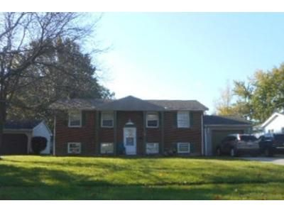3 Bed 1.5 Bath Foreclosure Property in Youngstown, OH 44505 - Beverly Hills Dr