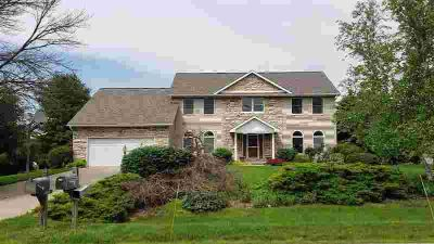 613 COUNTRYSIDE Drive GERMANTOWN HILLS, Room to grow in this
