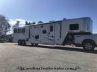 2019 Merhow 3H 13.5 LQ, SLIDE! Dinette AND Couch! 3 horses