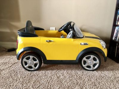 MINI Cooper Ride On Toy, Battery-Powered Kid's Ride On Car - Yellow