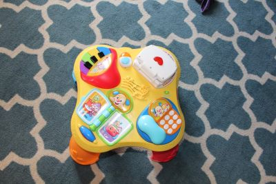 Fisher-Price Laugh & Learn Puppy & Pals Learning Table