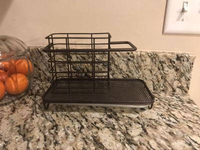 Kitchen soap and sponge caddy