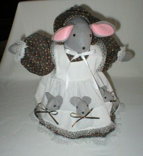 """Hand Made Hand Crafted Momma Mouse 3 Babies in Apron Pockets - 1980's - 12"""" Tall"""