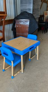 Toddler Table and 2 Chairs
