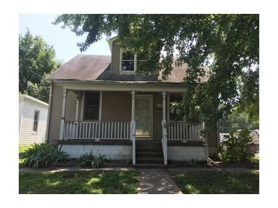 4 Bed 1 Bath Foreclosure Property in Belleville, IL 62220 - S 9th St