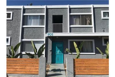 Beautifully Remodeled 2 Bedroom, 1 Bath Apartment In The Heart Of