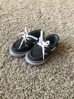Cat and Jack Boat Shoes - size 5