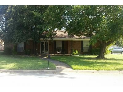 3 Bed 2.0 Bath Preforeclosure Property in Hurst, TX 76053 - Black St