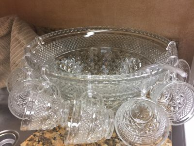 GLASS PUNCH BOWL WITH GLASSES