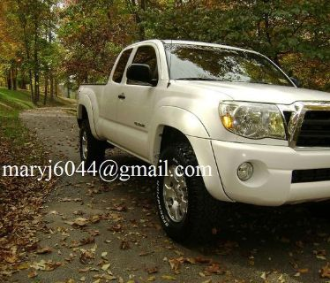 $2,547, Off-road Prerunner 2005 Toyota Tacoma