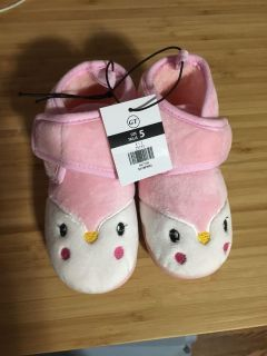 Size 5 Slippers BNWT