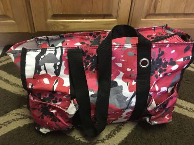 Thirty-One bag some cracked inside and one of the pockets is in stitched price reflects contain