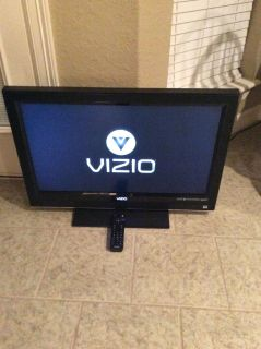 32 Visio TV with new remote; Lake Jackson pick up; $50