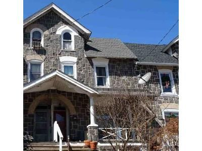 4 Bed 1 Bath Foreclosure Property in Sellersville, PA 18960 - Green St