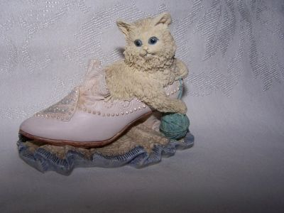 """Puss in Boots, """"Ain't Misbehavin"""" Vintage Cat Figurine Giftable"""