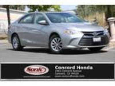 Used 2016 Toyota Camry Silver, 27.7K miles