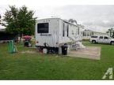 2008 Sunnybrook Brookside Travel Trailer 33 foot with 2 power slides