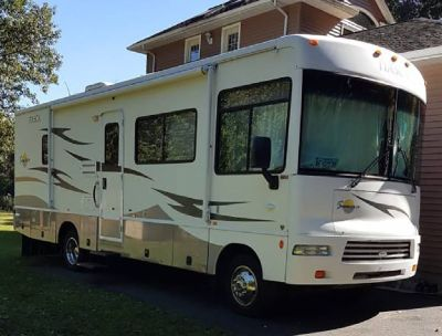 By Owner! 2007 Itasca Sunova 29R w/2 slides