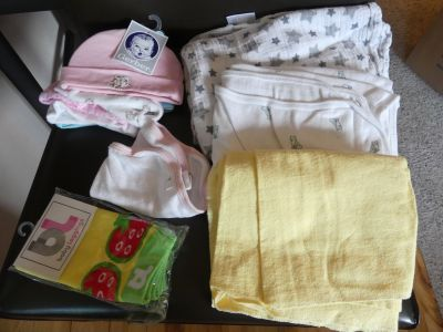 KT ~ 3 blankets, newborn hats, cloth, leggings