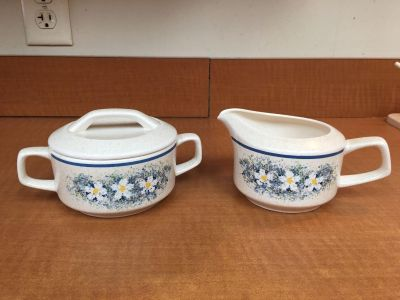 Vintage Lenox cream and sugar bowl In dewdrops pattern Daisies