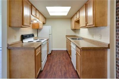 RENT SPECIAL $895 on select units - Don't miss this opportunity. Single Car Garage!