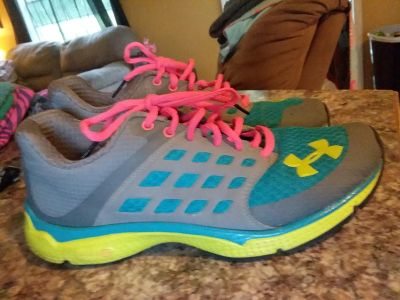 Under Armour womens tennis shoes! Size 9.5