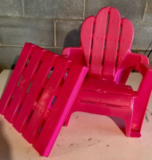Kid chair and table with legs