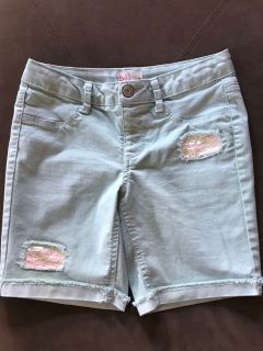 Girls size 14 mint green shorts. Porch pickup in Morton.