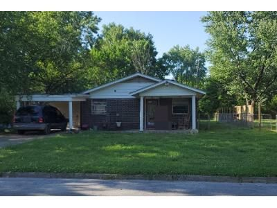 4 Bed 1 Bath Preforeclosure Property in Springdale, AR 72764 - Crawford Ave