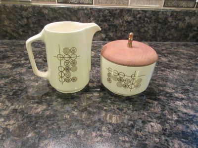 Vintage sugar bowl and creamer set