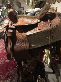 16 Western Saddle SADDLE KING OF TEXAS and some other tack for sale