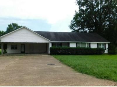3 Bed 2 Bath Foreclosure Property in Okolona, MS 38860 - Academy Street