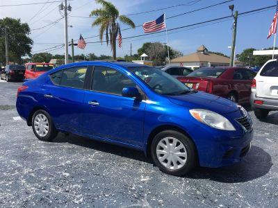 2014 Nissan Versa 1.6 S (Blue)