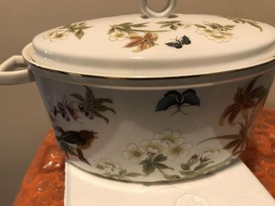 Shafford ORIGINAL Chinese Garden OVEN TO TABLE lidded porcelain 2 quart dish. Signed at the base.
