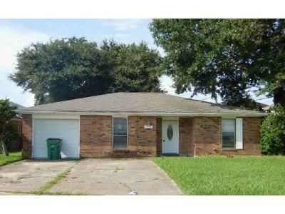 3 Bed 2 Bath Foreclosure Property in Gretna, LA 70056 - Mount Laurel Dr