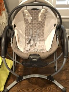 4 in 1 Graco swing/bouncer with bassinet