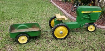John Deere pedal tratcor with wagon!! Works perfectly only part missing cast iron pin holding wa...