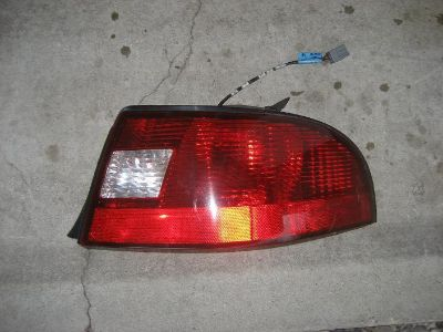 Sell 00 01 02 2003 Mercury Sable sedan right rear (quarter panel) tail lamp assembly motorcycle in Chicago, Illinois, US, for US $34.99